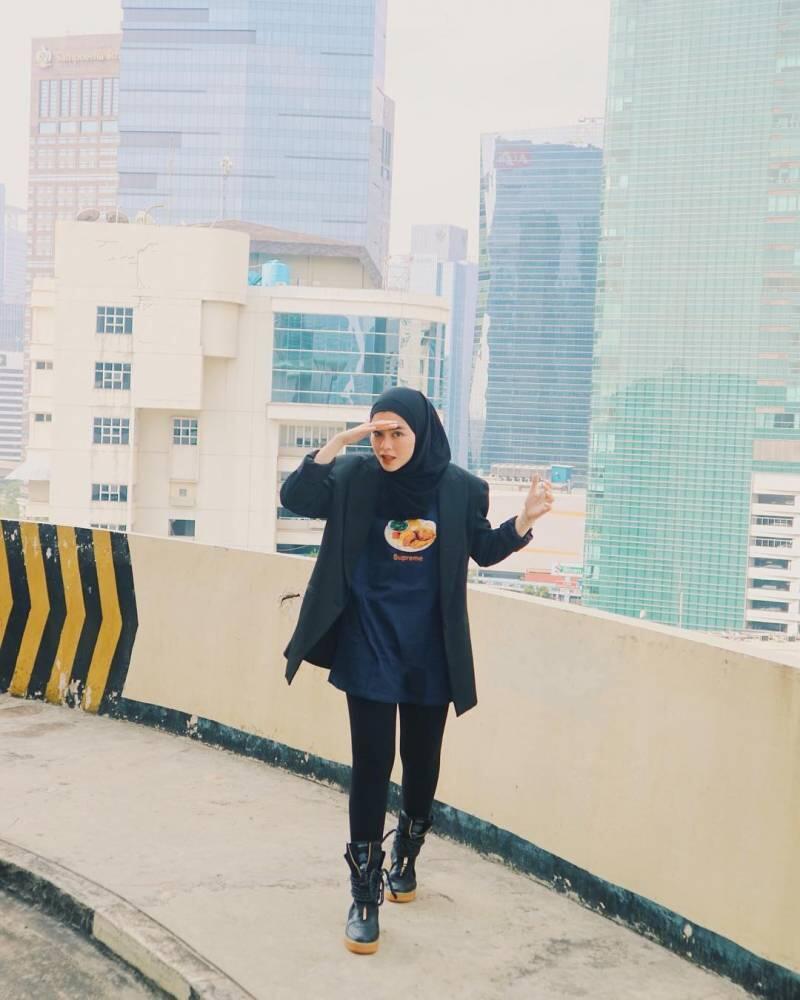 Belajar Dandan Swag dari Sivia Azizah. Pakai Hijab Hitam, Cool-nya Minta Ampun