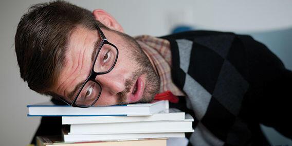 Ini 6 Manfaat Kesehatan Tidur Tanpa Bantal yang Layak Banget Dicoba