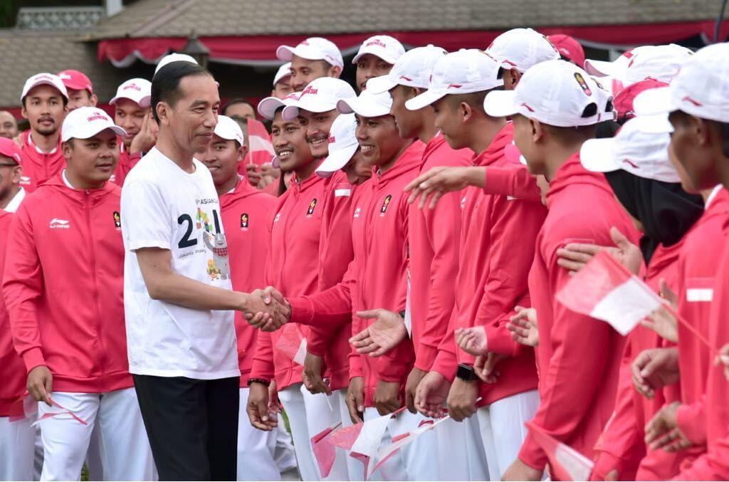 Jokowi Semangati 452 Atlet yang Masih Berlatih di Luar Negeri