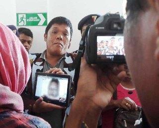 Keluarga Tunjukkan Bukti Foto Kekerasan yang Diderita Deli Cinta Sihombing