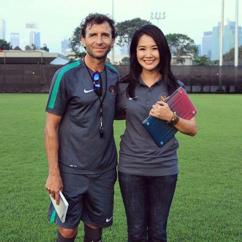 Manajer Cantik Dibalik Keberhasilan Timnas Indonesia Melibas Lawannya