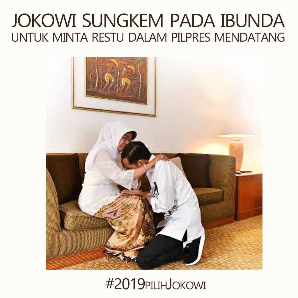 Potret Jokowi Sungkem ke Ibunda Curi Perhatian Netizen