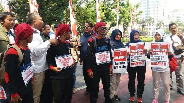 Massa Prabowo Berdatangan ke Monas, Putar Lagu #2019GantiPresiden