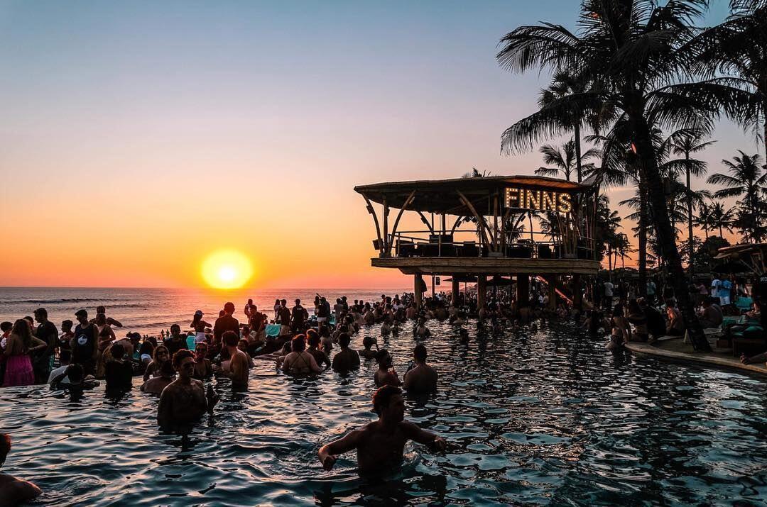 5 Beach Club di Bali, Cocok Buat Kamu yang Punya Hobi Bersantai