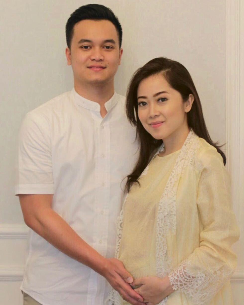 Hamil, 10 Kemesraan Karina Salim dan Suami yang Jarang Diekspos