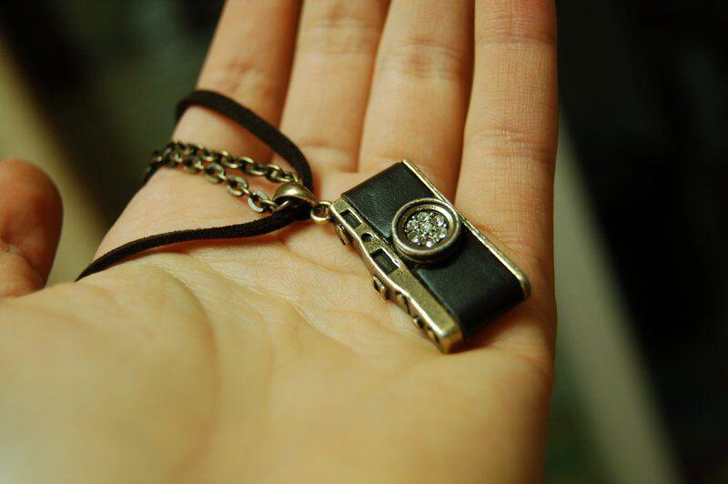 [CERPEN] Sebuah Nama di Kalung Kekasihku