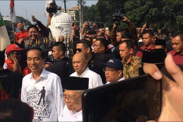 Sebelum Daftar ke KPU, Jokowi Sungkem pada Ibunya