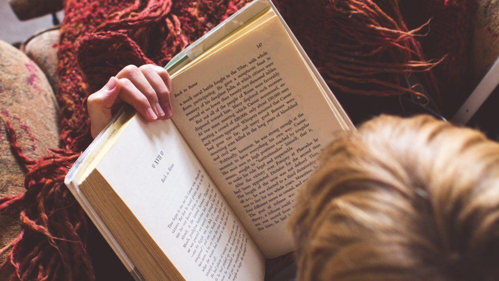 Membuka Wawasan, Ini 5 Alasan Pentingnya Membaca Buku Biografi