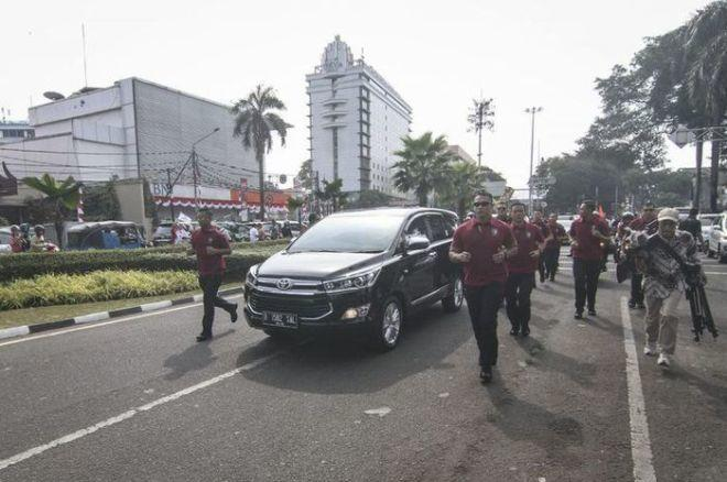 Jokowi Balik Lagi Pakai Kijang Innova, Ada Apa?