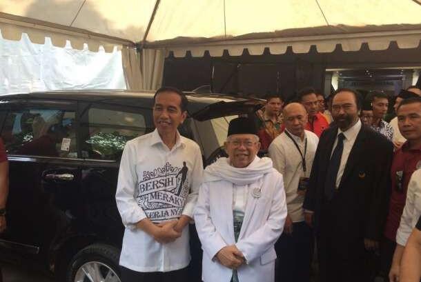 Politik 'Syantik' Prabowo Vs Jokowi