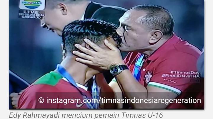 Detik-detik Kecupan Mesra Ketum PSSI ke Pemain Timnas U-16