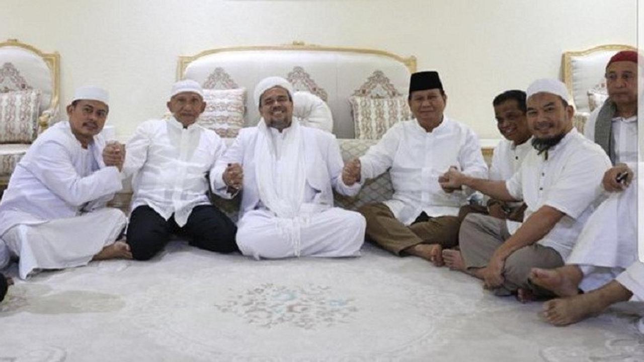Prabowo-Sandiaga Akan Temui Rizieq Shihab di Mekah?