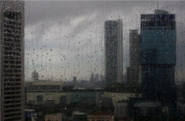 Hujan Diperkirakan Guyur Sebagian Wilayah Jakarta Siang Hari
