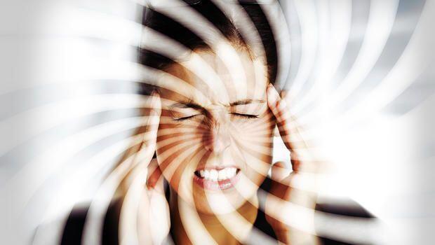 Vertigo: Gejala, Penyebab, Cara Mengatasi & Mencegah Rasa Berputarnya