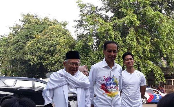 Jokowi-Ma'ruf Kompak Diantar Anak Bungsu ke RSPAD