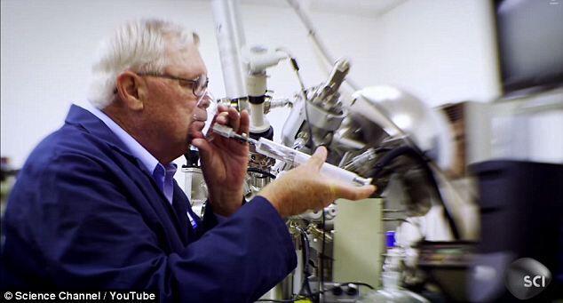 Pria Ini memiliki Pekerjaan Unik Di NASA!