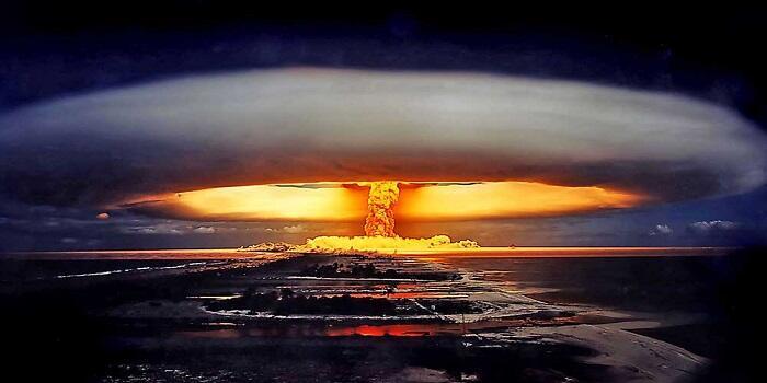 Kenapa Ledakan Bom Atom Begitu Dasyat & Apakah Isinya Sama Dengan Petasan?