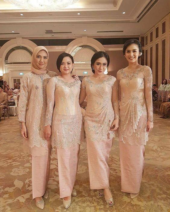 Baju Batik Modern Untuk Orang Tua: Inspirasi Gaun Bridesmaid Terpopuler, Biar Flawless Saat
