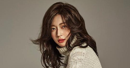5 Artis Kpop Yang Cantik Dan Maskulin Dengan Bahu Lebar