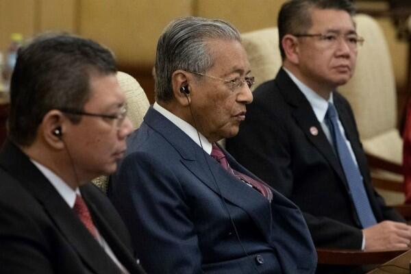 Tak Hanya Patungan Dari Warganya, Ternyata Malaysia Lakukan Hal Ini