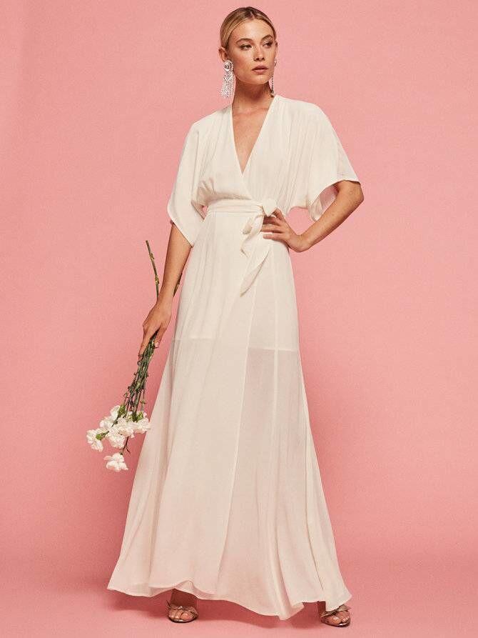 10 Gaun Pernikahan Paling Simple Ini Justru Bikin Kamu Terlihat