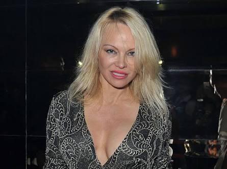 Di Usia 52 Tahun, Pamela Anderson Mau Punya Anak
