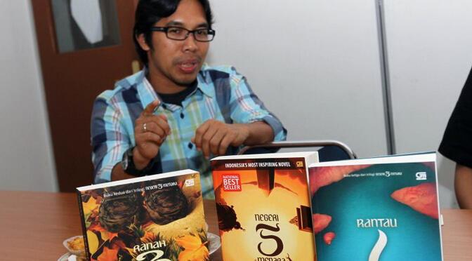 7 NOVELIS INDONESIA YANG BISA MENGINSPIRASIMU JADI SEORANG PENULIS