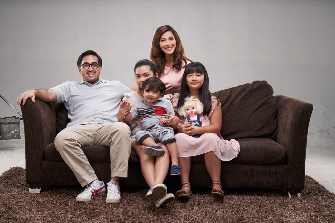 Hamil Anak ke-4, Ini 10 Potret Bahagia Keluarga Nadia Mulya