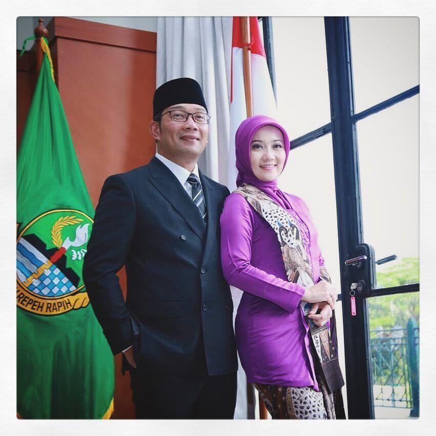10 Momen Romantis Ridwan Kamil & Ibu Cinta yang Bikin Baper