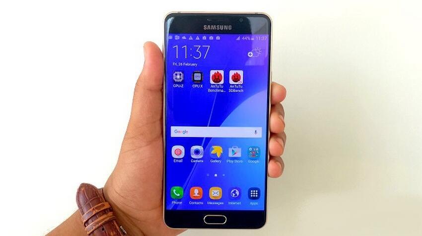 10 Smartphone dengan Layar Anti Retak Terbaik Buat Para Petualang Sejati!