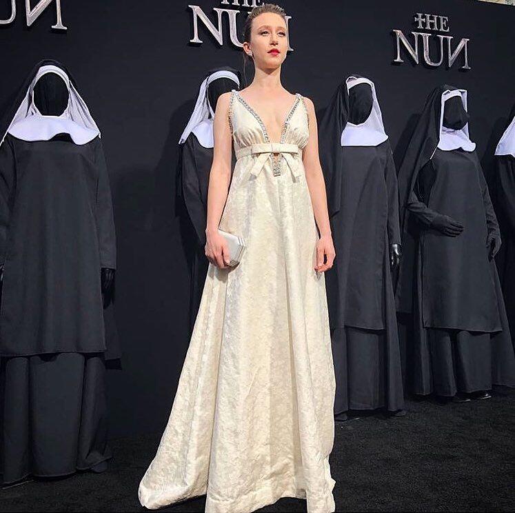 10 Potret Memesona Taissa Farmiga, Sosok Suster Irene di Film The Nun
