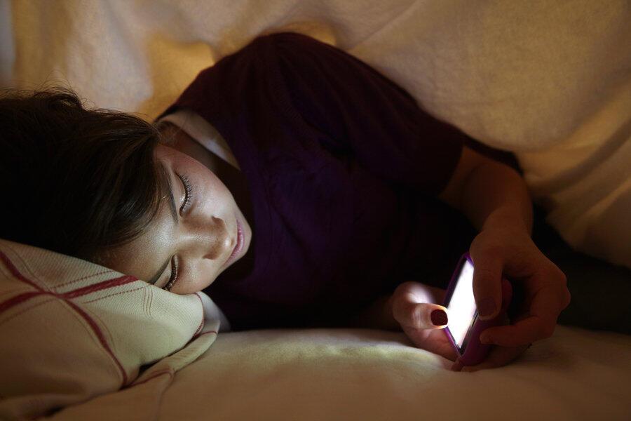 Jangan Main Smartphone Sebelum Tidur, Kalau Gak Mau Hal ini Terjadi Padamu