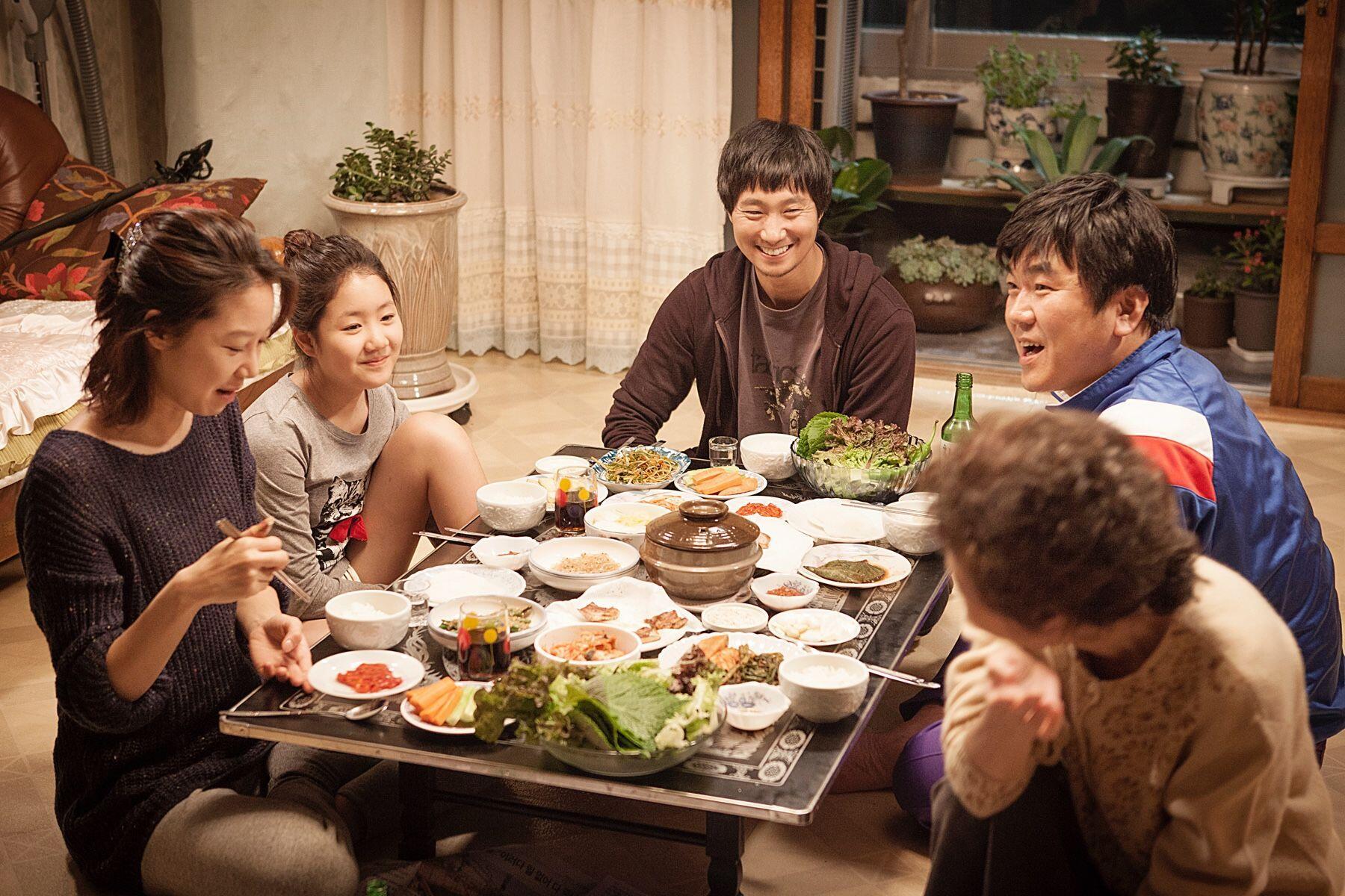 Gak Cuma KPop, 5 Kebiasaan Orang Korea Selatan Ini Patut Diteladani!