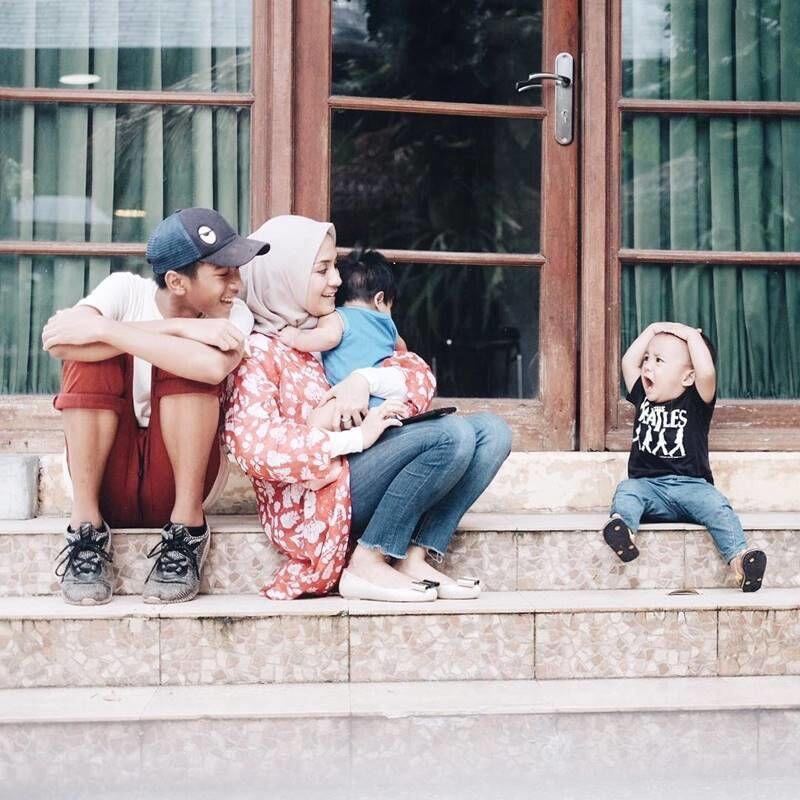 Punya Banyak Anak, Intip 10 Momen Seru Keluarga Enno Lerian