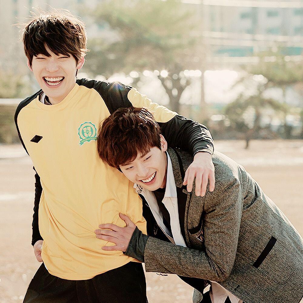 10 Potret Bromance Lee Jong Suk & Kim Woo Bin yang Erat, So Sweet!