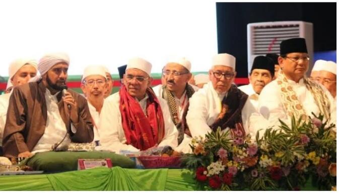 Viral! Habib Syech Menolak Salaman dan Pelukan @Prabowo, Eh Masih Nyosor Aja!
