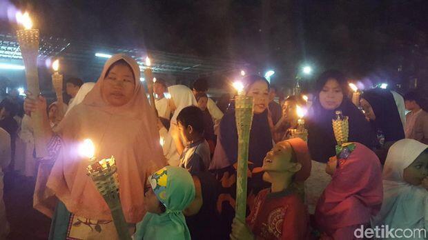 Sambut Tahun Baru Hijriah, Warga Pawai Obor di Menteng