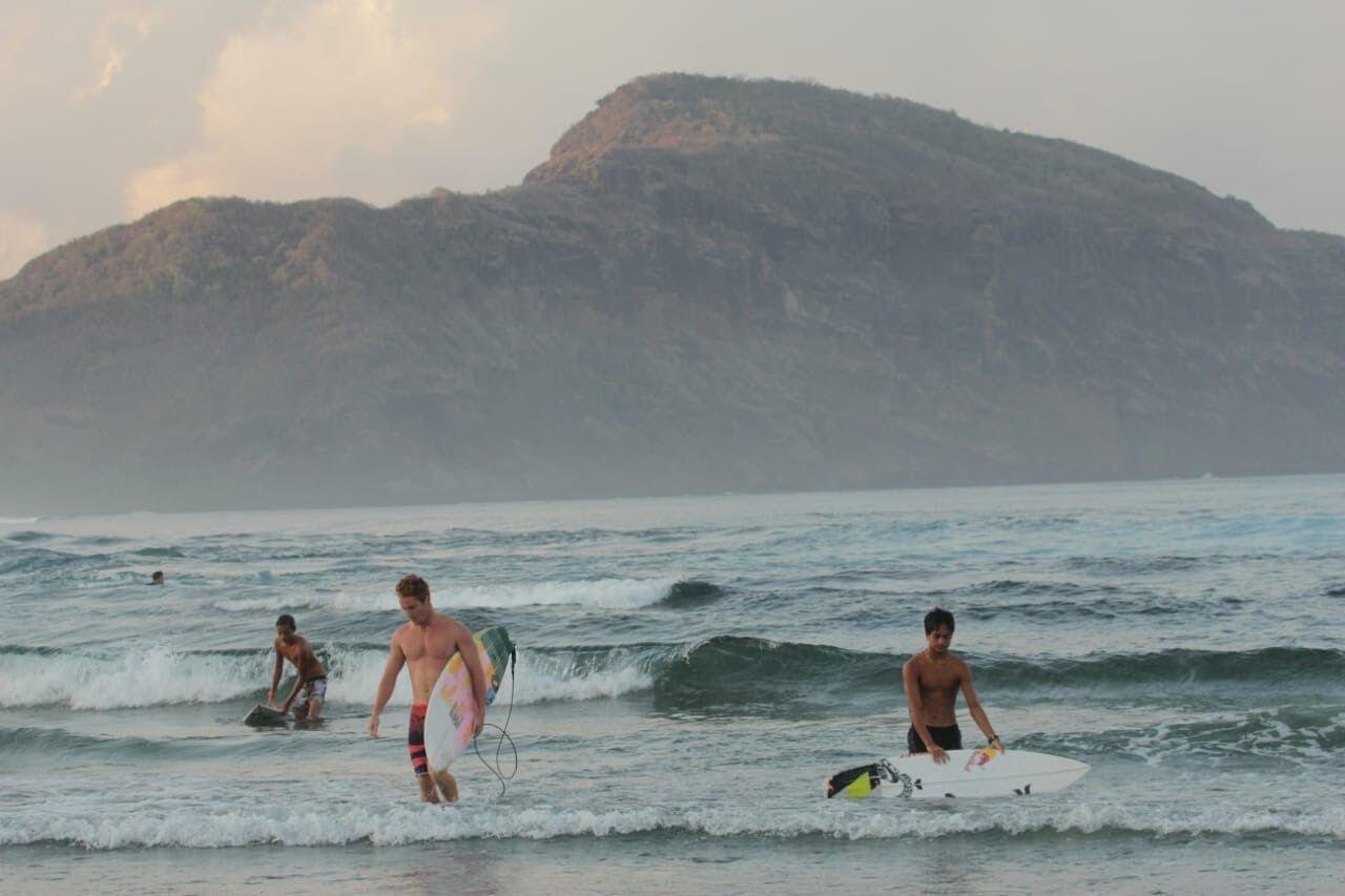 Mantap! Indonesia Potensi Jadi Destinasi Surfing Kelas Dunia Lho