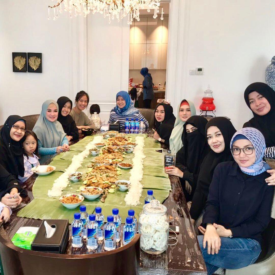 10 Potret Gaya Hidup Mulan Jameela setelah Berhijrah, Makin Syar'i