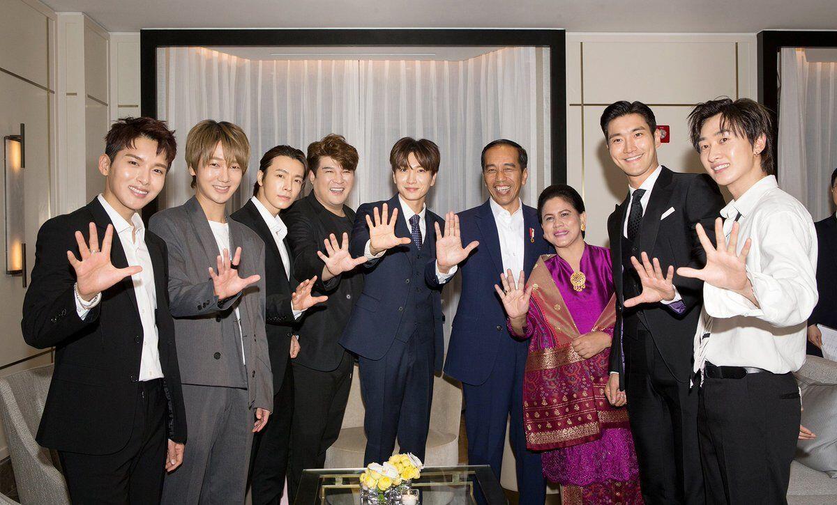 Kejutan untuk Jokowi: Ditemui Boyband Super Junior!