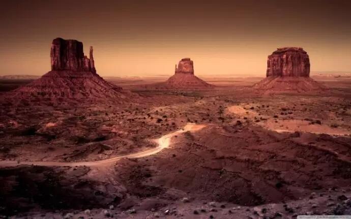 Tersembunyi Di Pegunungan Arizona.Gerbang Ini Bisa Mengantarkan Orang Ke Dunia Lain!