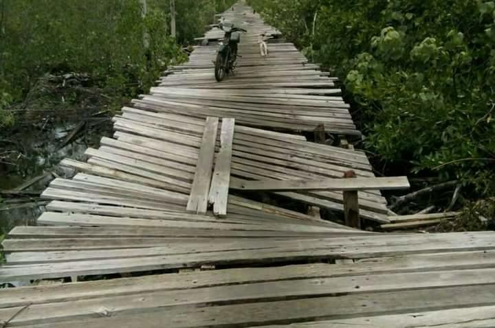 Para Pelajar Natuna Rela Meniti Jembatan Rapuh, Demi Bisa Bersekolah