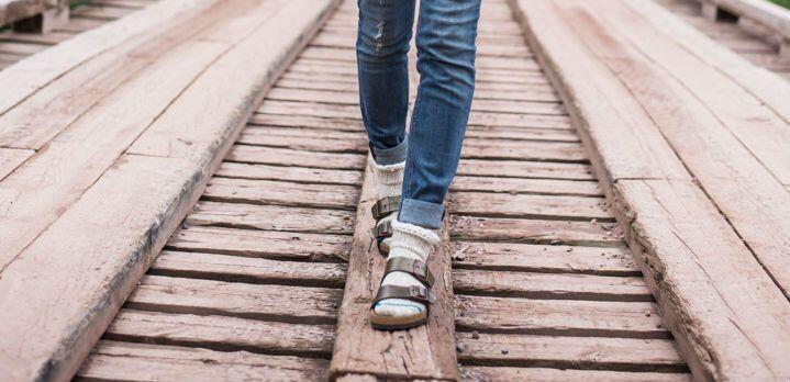 6 Sandal Tahun-90an yang Masih Hits Hingga Sekarang