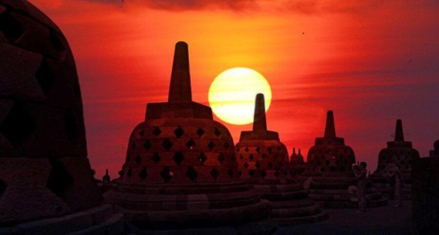 10 Lokasi Terbaik Menikmati Sunset di Indonesia, Memesona Banget!
