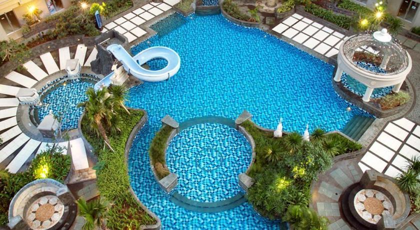 10 Hotel dengan Kolam Renang Terbaik di Jakarta, Pas untuk Staycation