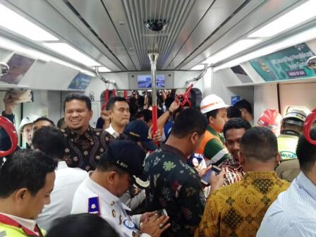 Kereta LRT Diuji Coba dari Stasiun Velodrome ke Kelapa Gading