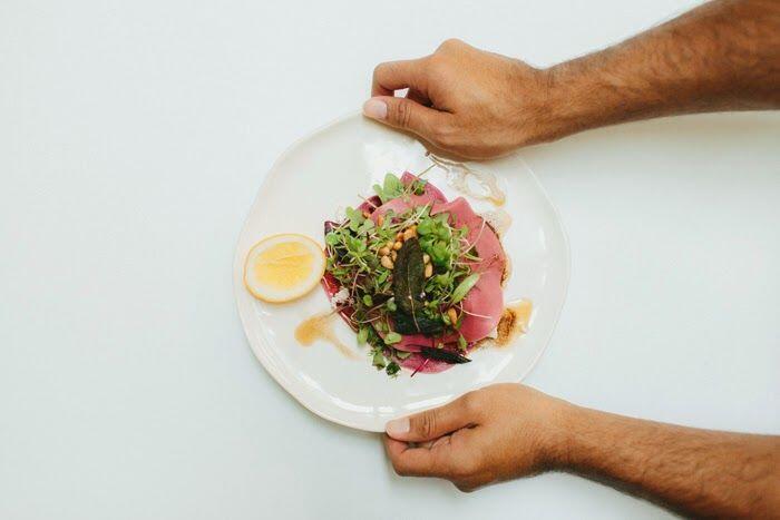 Sering Makan di Luar? Ini 5 Tips Agar Tubuhmu Tetap Sehat