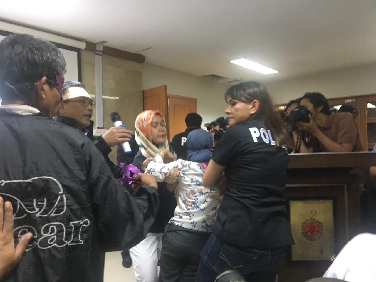 Disiksa Majikan di Malaysia, TKW Ini Akhirnya Bertemu Keluarga Lagi