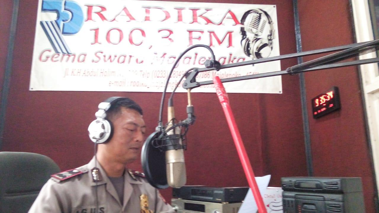 Jelang Pileg Dan Pilpres 2019,Kanit Binmas Berikan Himbauan Lewat Radio