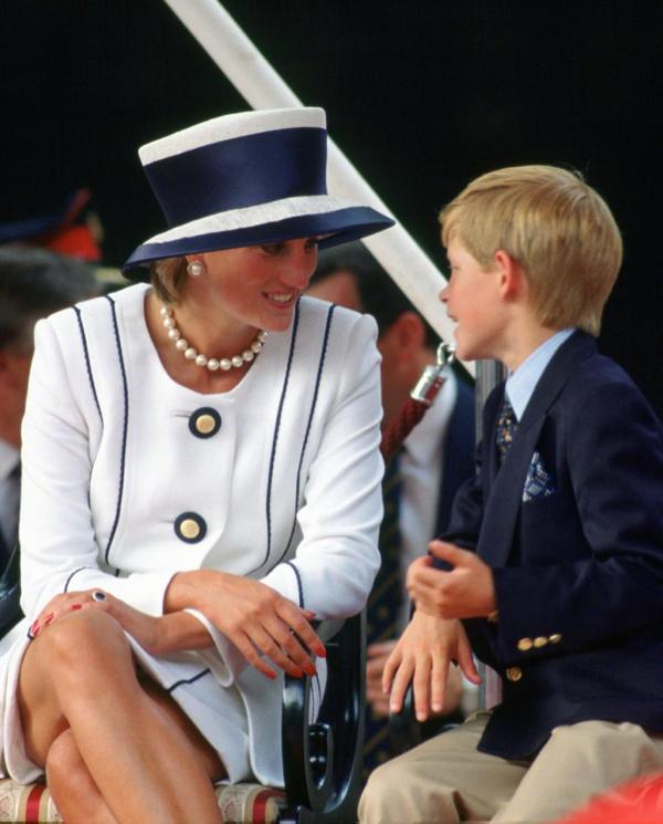 Hadiah Kocak Putri Diana untuk Pangeran Harry Saat Umur 1 Tahun